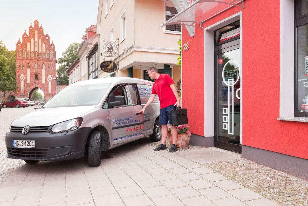 24 h – Service // Schlüsseldienst Mildebrath GmbH